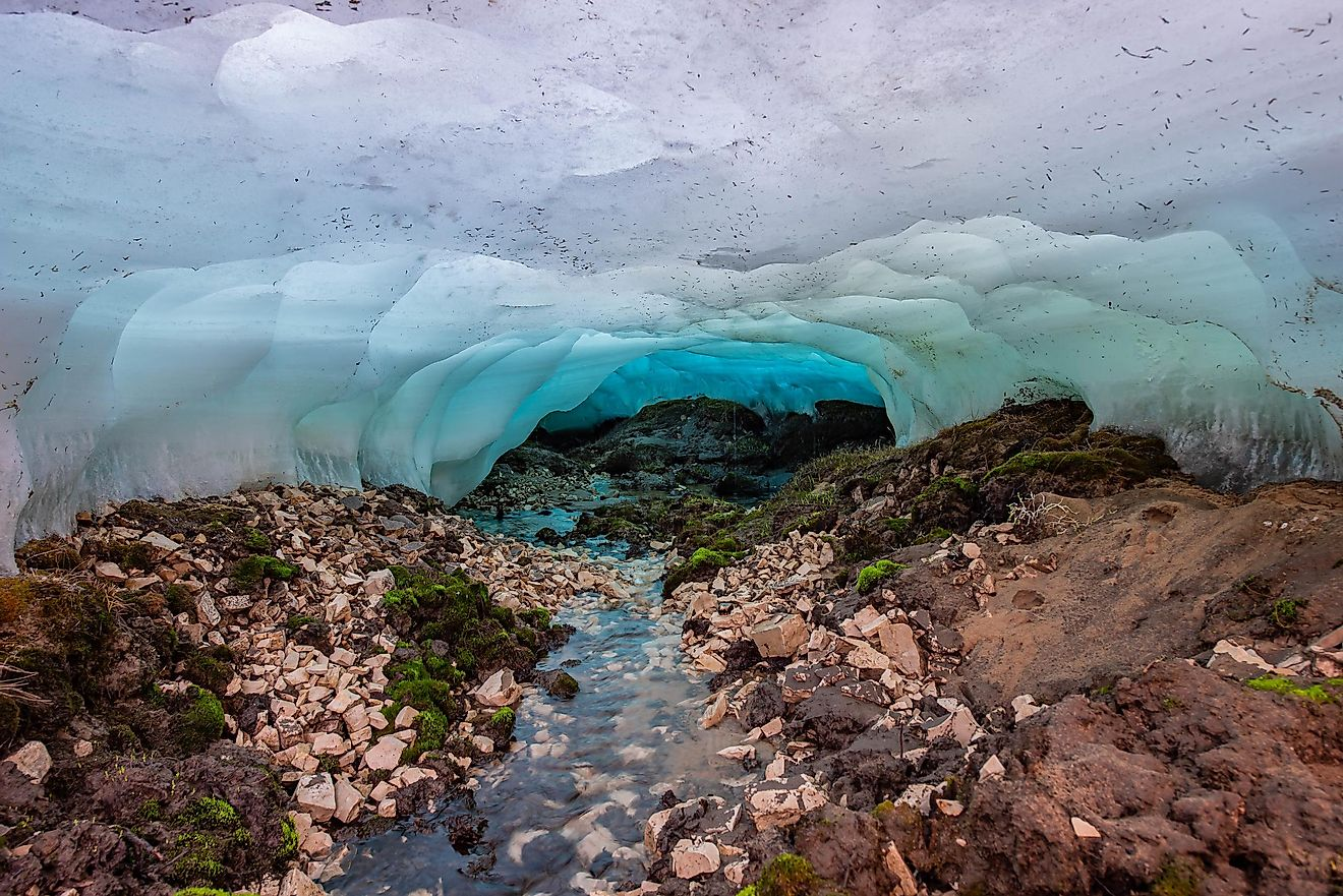 "Glacier ""Bulus"" is located 100 km from Yakutsk. A huge frost is formed every winter thanks to an underground source"