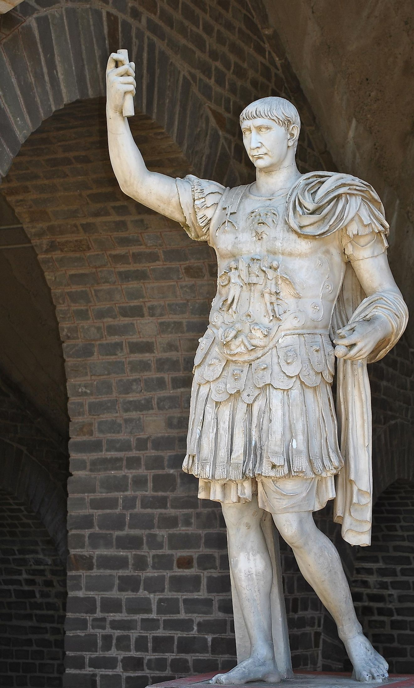 Statue of Trajan, posing in military garb, in front of the Amphitheater of Colonia Ulpia Traiana in the Xanten Archaeological Park. Image credit: Hartmann Linge/Wikimedia.org