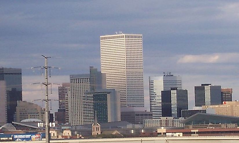 The skyline of Denver with the Republic Plaza as the tallest building.
