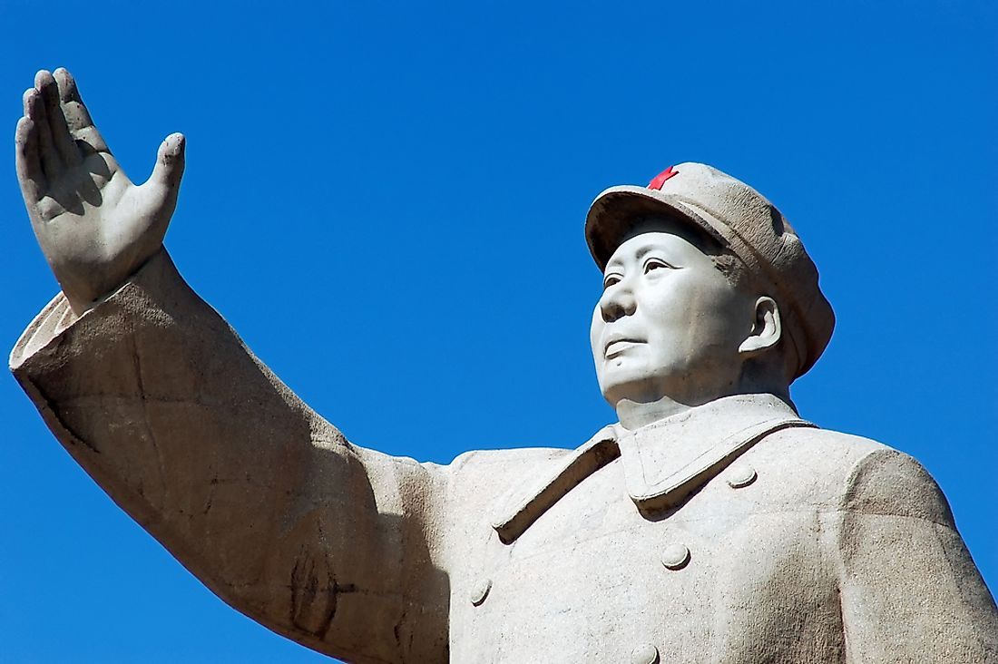 One of the many statues of Mao Zedong.