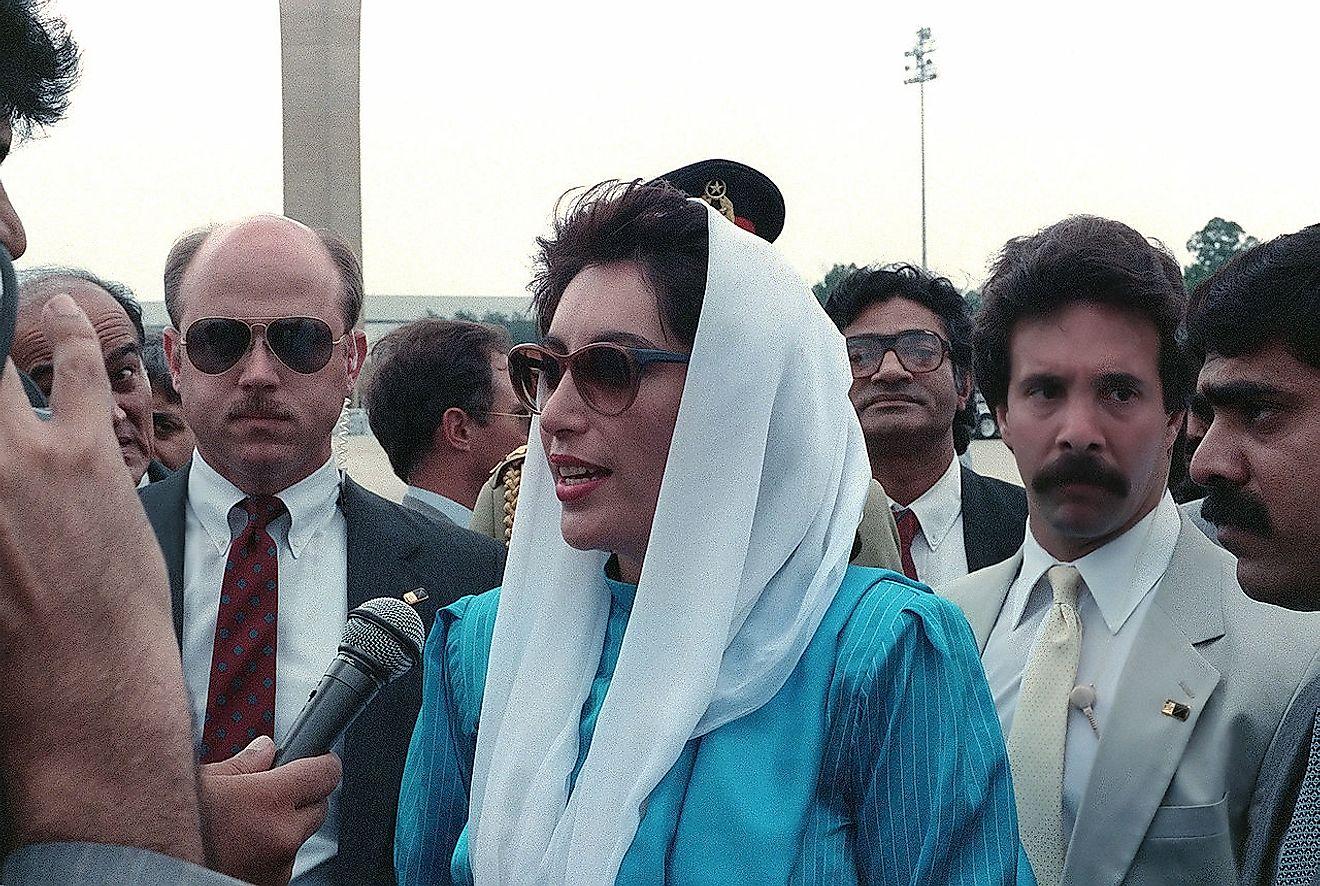 Benazir Bhutto. Image credit :SRA Gerald B. Johnson, United States Department of Defense/Public domain