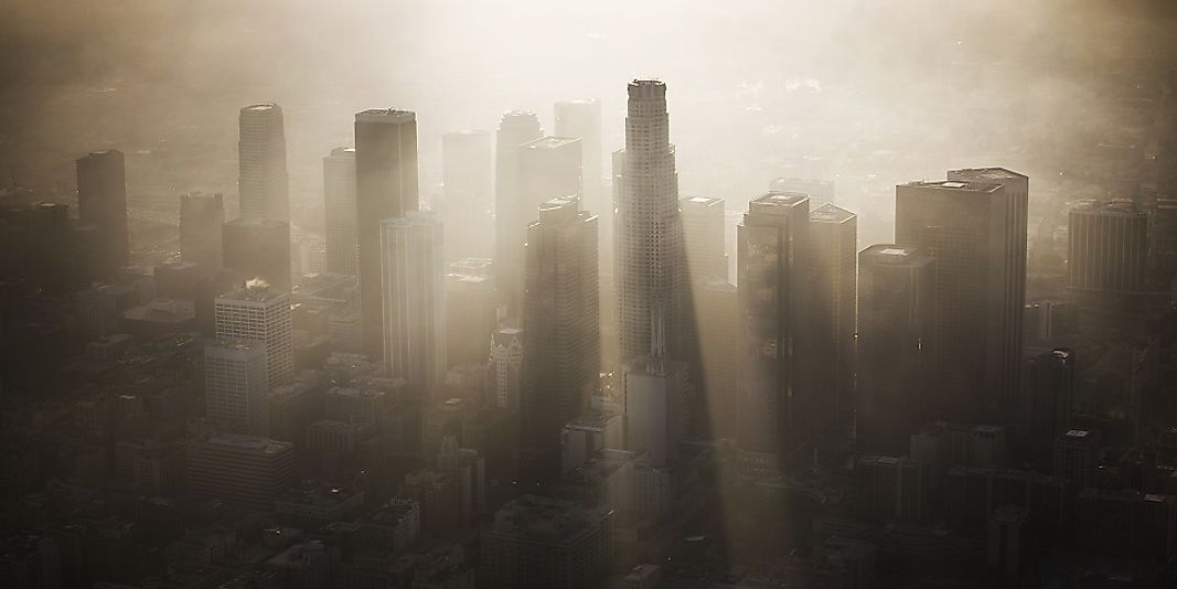 Smog blankets Los Angeles, California, which is still better off in terms of air quality as compared to two of its Southern California neighbors!