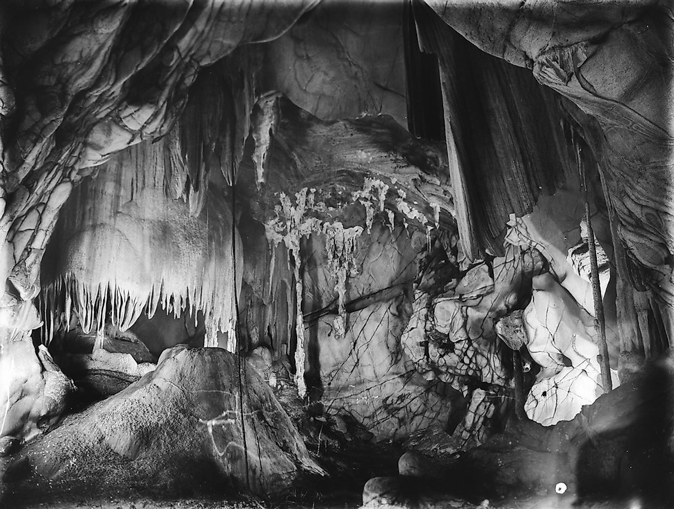 Interior of a limestone cave at the Chillagoe-Mungana Caves National Park, Queensland. Image credit: State Library of Queensland/Shutterstock.com