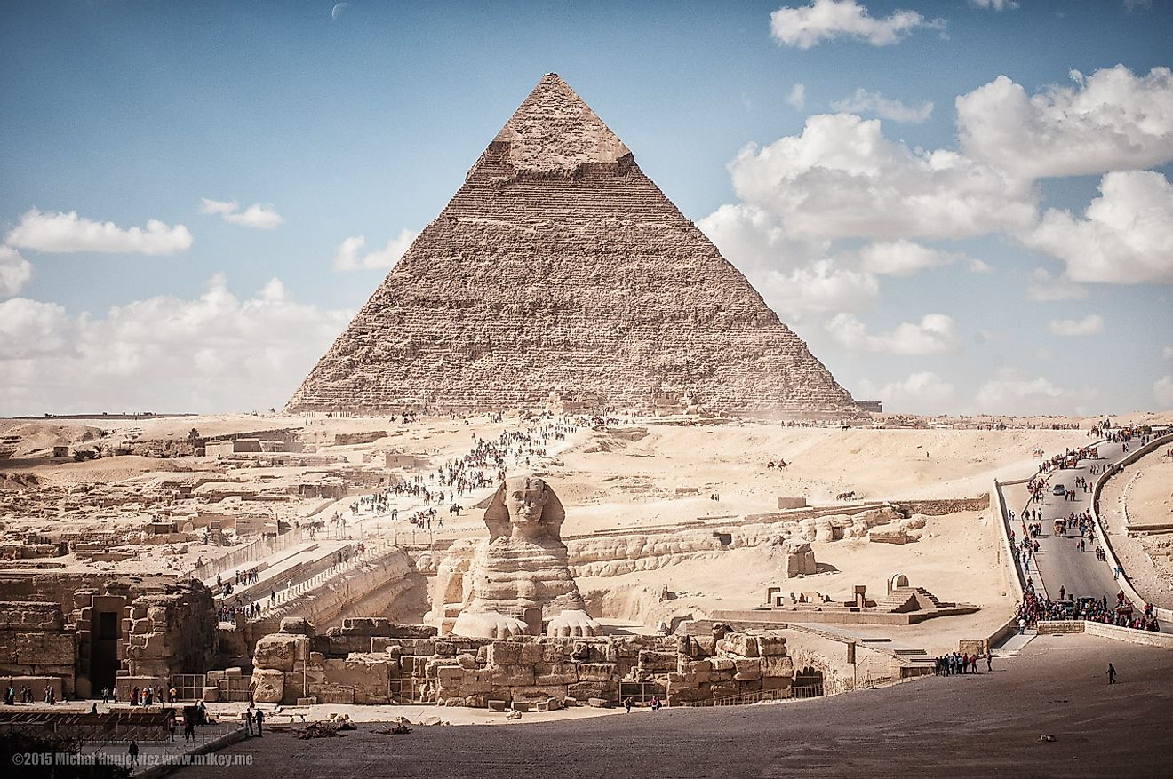 The Pyramid of Khafre in the backdrop and the  Great Sphinx of Giza outside it.