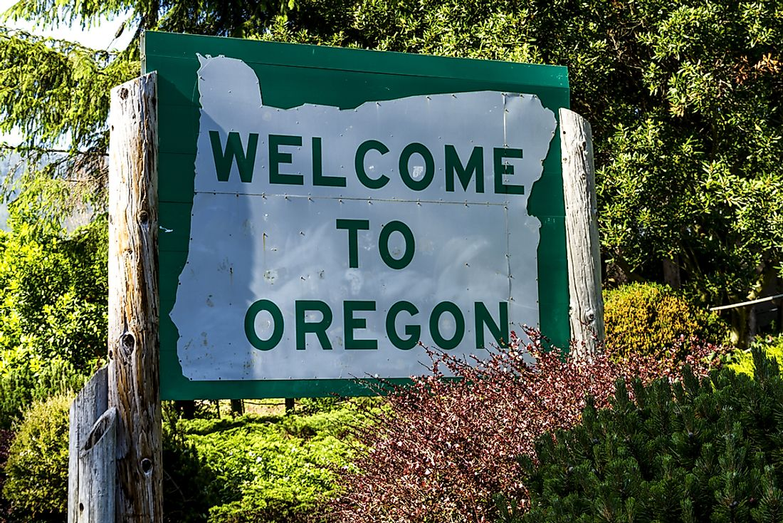 A sign welcoming visitors to Oregon.