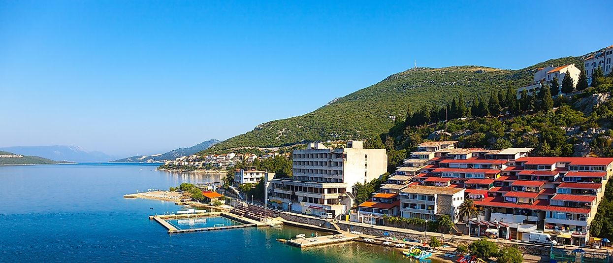 As Bosnia and Herzegovina's only Adriatic seaport and lying near the Croatian border, Neum is a trade hub for the country.