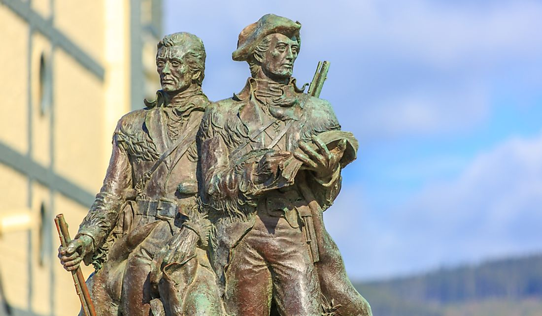 Bronze statue of Lewis and Clark on the Lewis and Clark Trail in Sesside, Oregon.  Editorial credit: Png Studio Photography / Shutterstock.com
