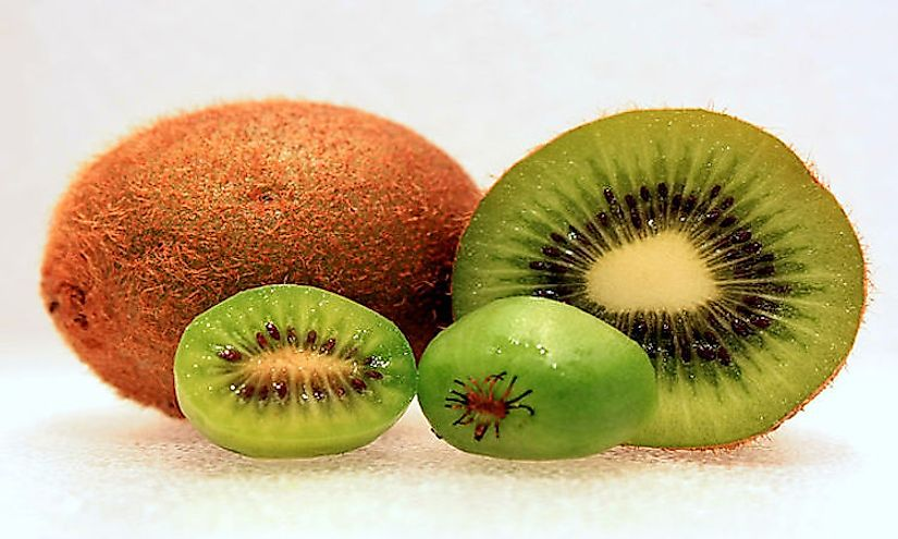 Different varieties of the kiwi-fruit.