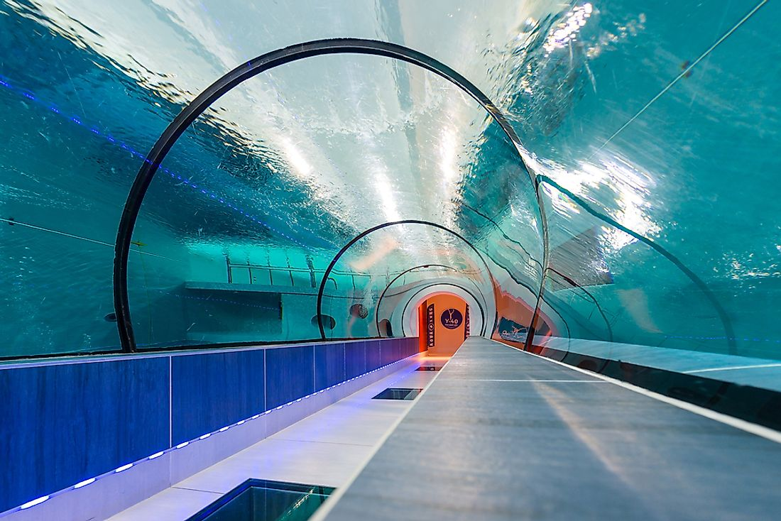 The Y-40 pool has a transparent tunnel more than 16 ft underwater. Editorial credit: pio3 / Shutterstock.com