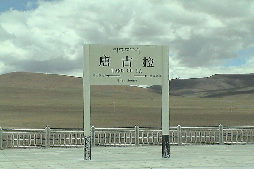 A signboard of the Tanggula (Dangla) Railway Station in Tibet.