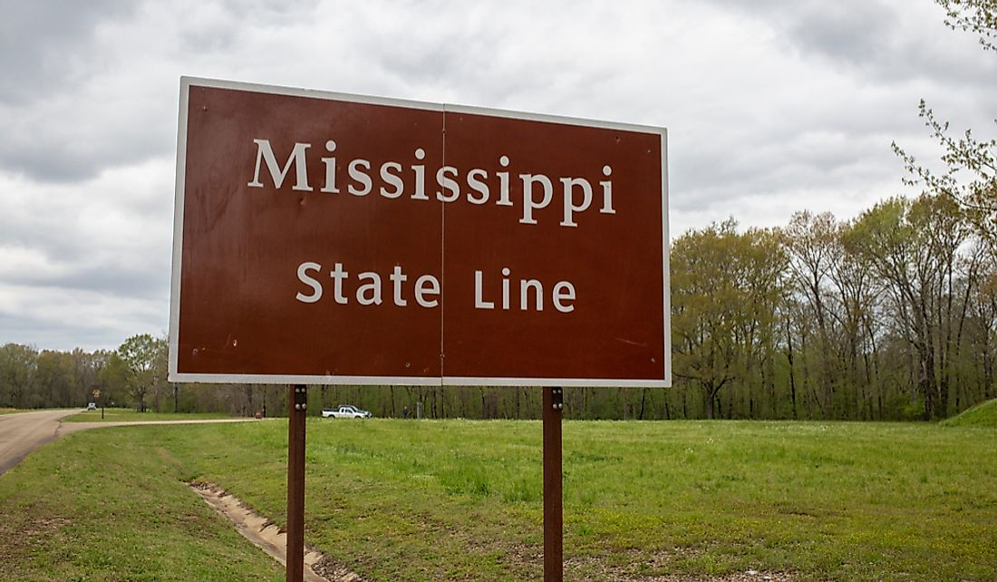 Sign marking the boundary line between the states of Mississippi and Alabama.