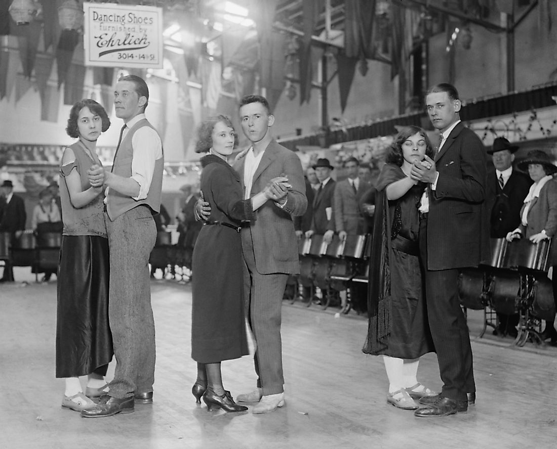 "Couples participate in a ""marathon dance"" in the Roaring Twenties. Editorial credit: Everett Historical / Shutterstock.com."
