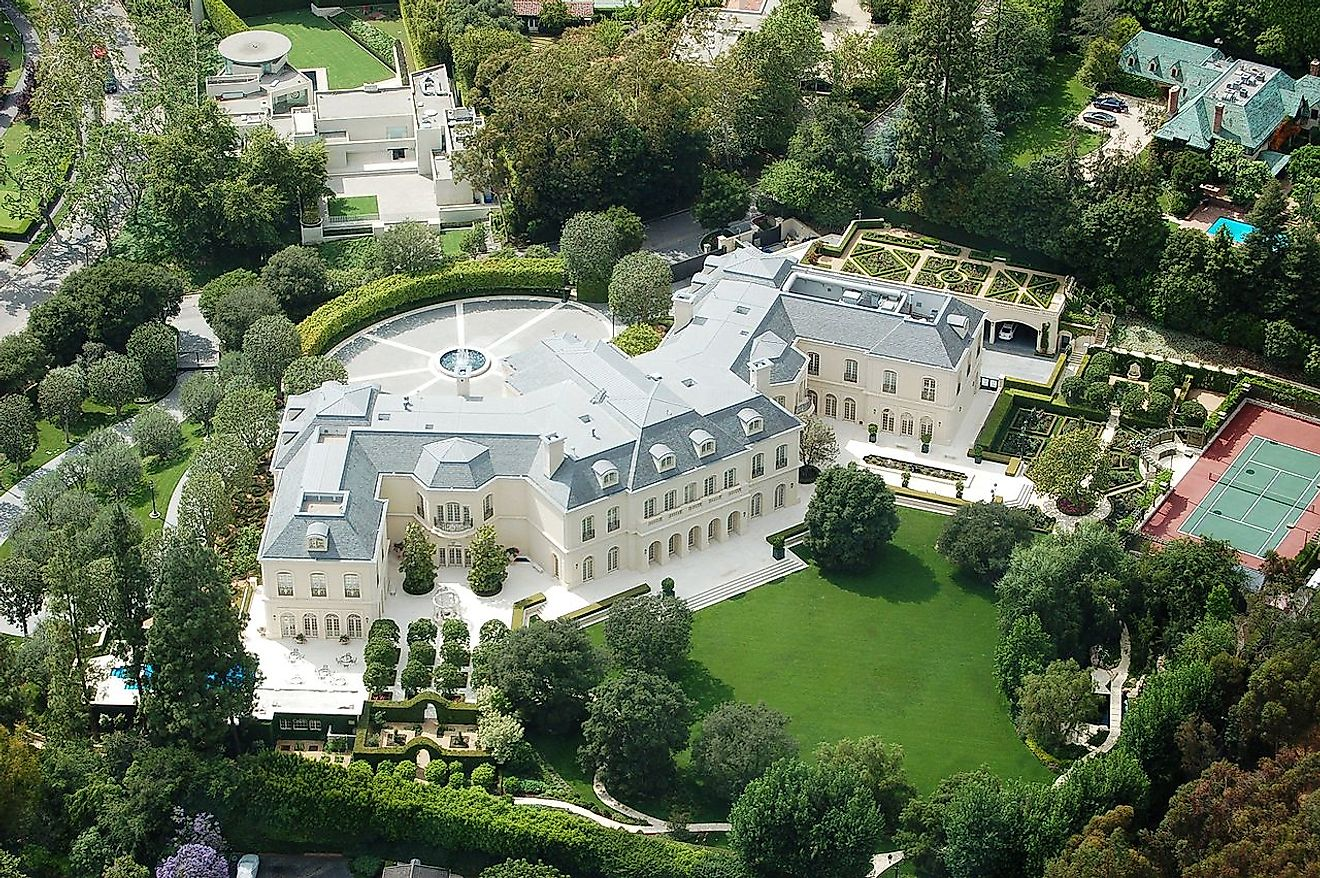 Spelling estate, Holmby Hills, Los Angeles. The Manor's current owner is Petra Ecclestone. Image credit: Atwater Village Newbie/Wikimedia.org