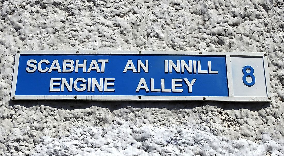A bilingual street sign in Ireland.