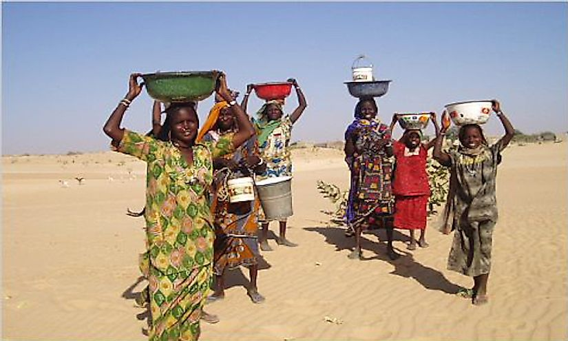 Tribal women in Chad out to take water to their homes.