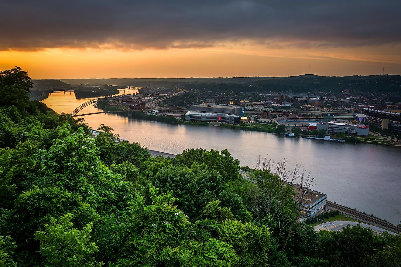 The Ohio River is located in the midwestern United States and is 981 miles long.
