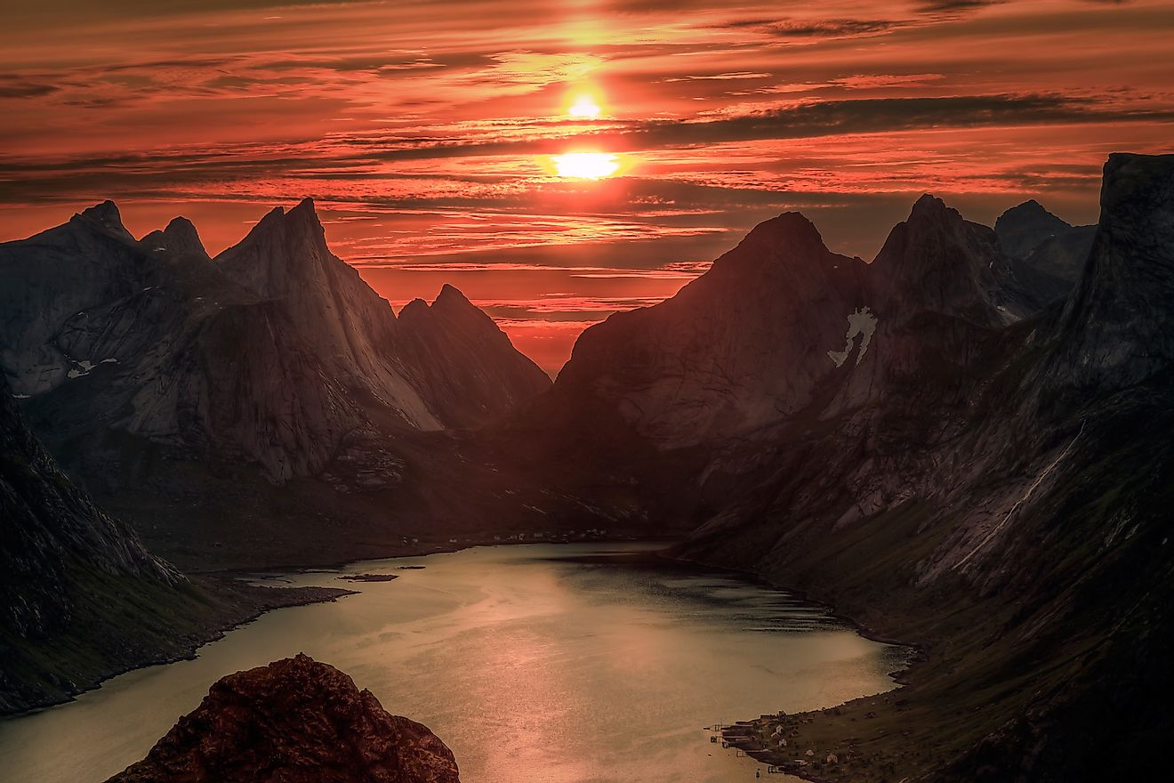 The Midnight sun in the Norway sky. Image credit: Elementals/Shutterstock.com