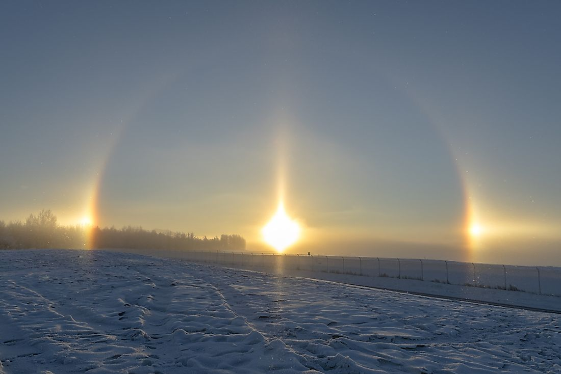 A photographic example of the phenomenon of a sundog.
