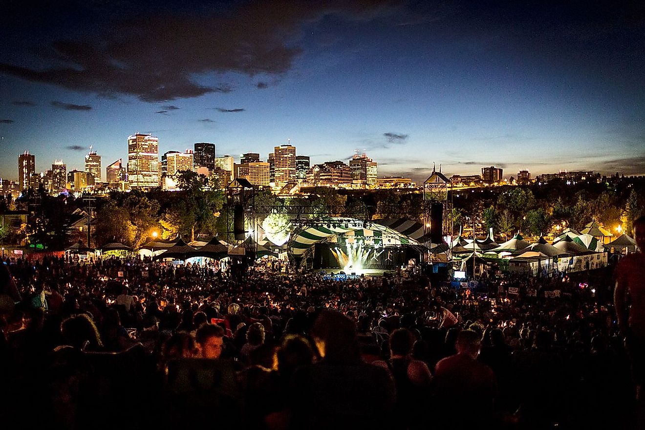 A huge crowd attend the Edmonton Folk Music Festival. Image credit: Alexscuccato/Wkimedia.org