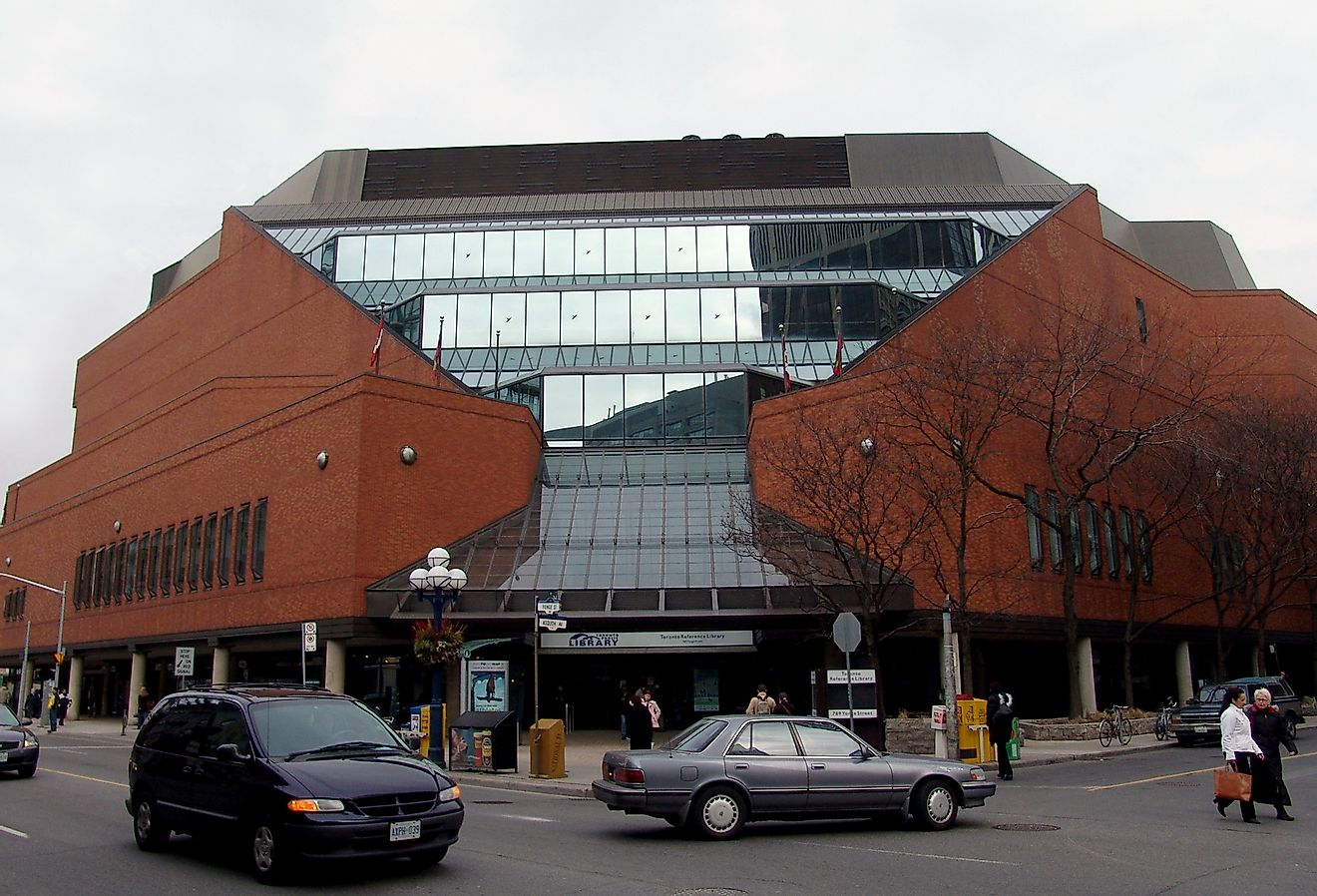 The front entrance and exterior of the Toronto Reference Library in Toronto, Ontario. Image credit: Michael Stephens/Wikimedia.org