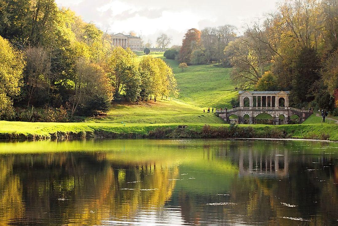 An autumn scene in Prior Park Landscape Garden.