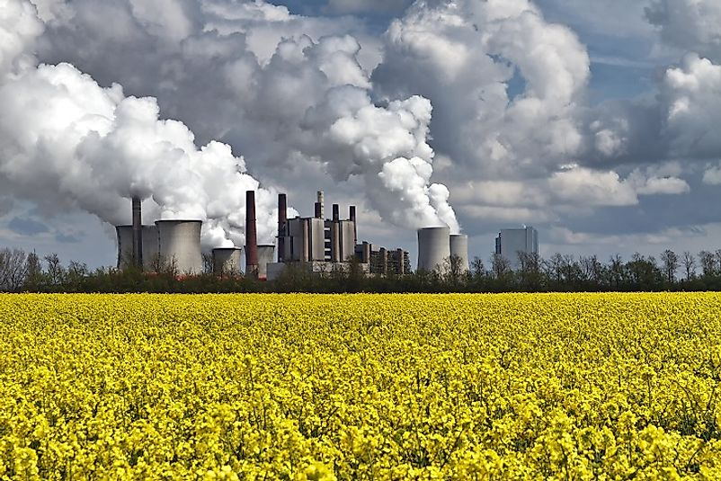 A coal-fired power station spews carbon dioxide-laden smoke into the air.