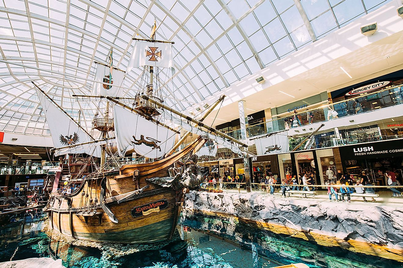 West Edmonton Mall. Image credit: Alexscuccato/Wikimedia.org