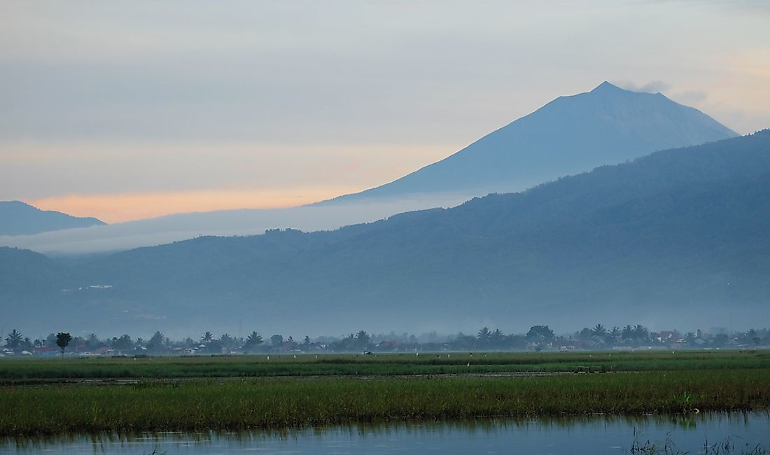Mount Kerinci is the highest peak of the Barisan Mountains.