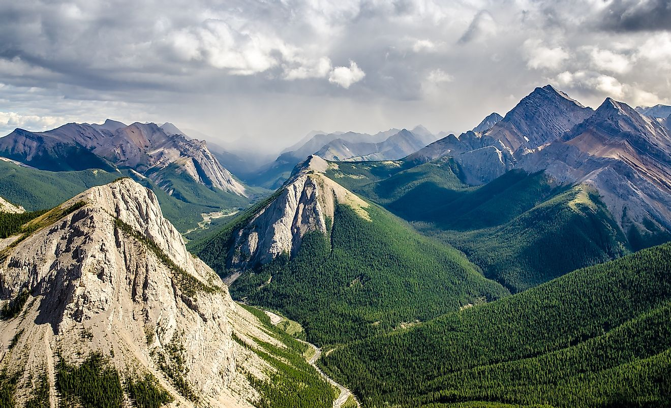 Mountain range landscape view in Jasper NP, Rocky Mountains, Canada. Image credit: Martin M303/Shutterstock.com