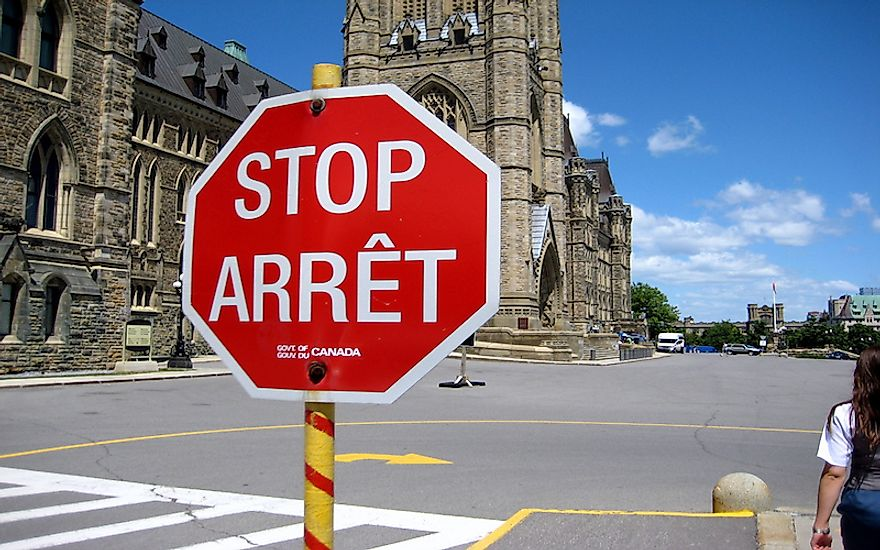 A street sign in Canada in both English and French.