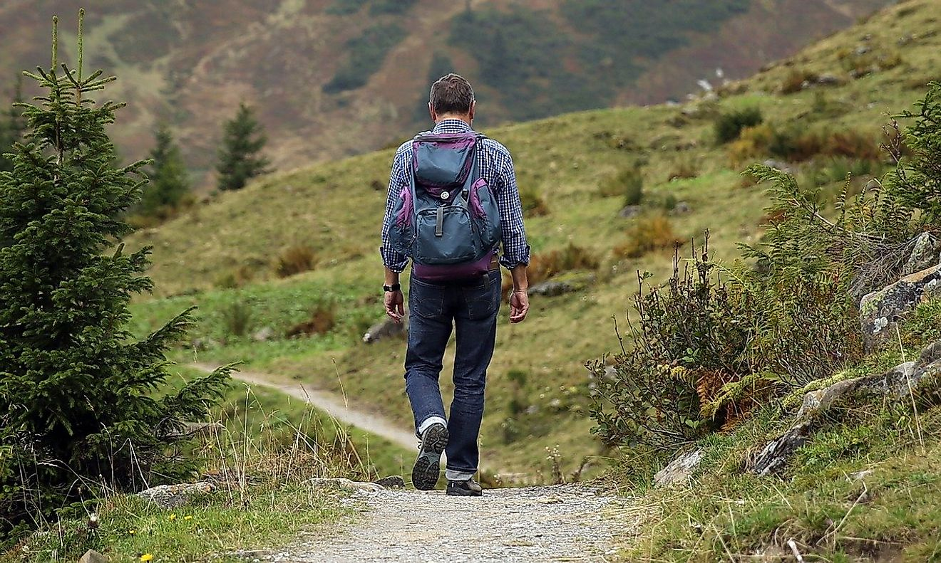 Hiking is a budget-friendly way of travel. Image credit: Hermann Traub from Pixabay