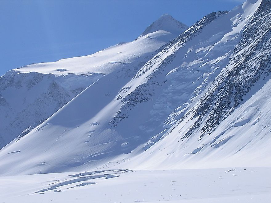 The peak of the Mount Vinson and the adjacent Vinson Massif, as seen from the Vinson Plateau immediately below.