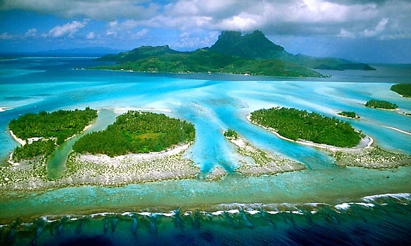 A tropical island in the Pacific Ocean, Bora Bora is famous as one of the top beach destinations in the world.