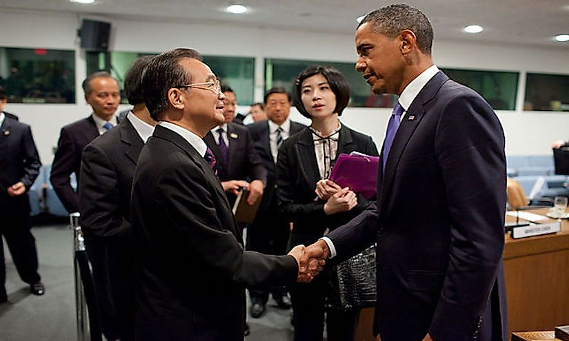 Former President Barack Obama greets Former Chinese Premier Wen Jiabao after a bilateral meeting at the UN.
