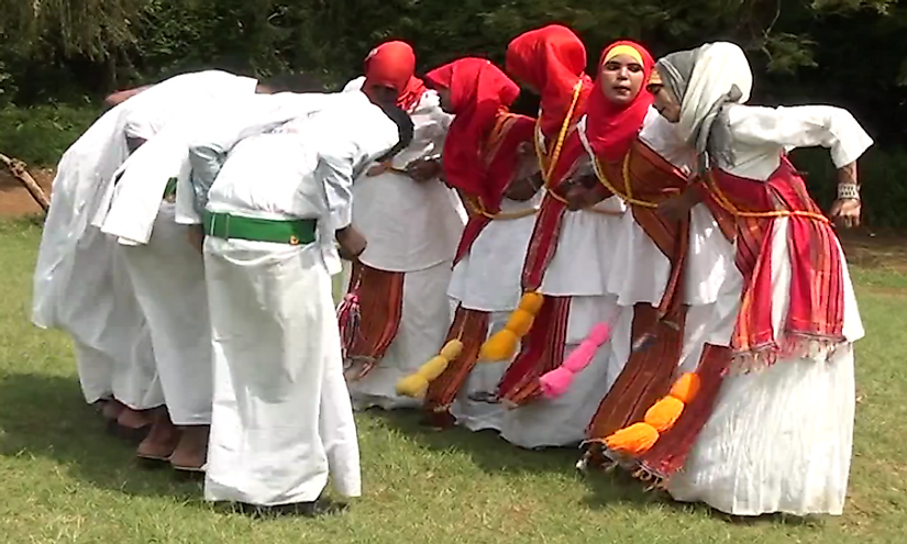 Somali young women and men performing the traditional dhaanto.