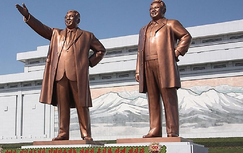 Statues of Kim Il-sung and Kim Jong-il at the Mansu Hill Grand Monument in Pyongyang.