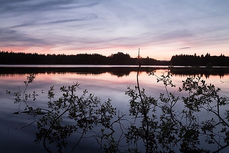 Peaceful scene along the Dalälven River at sunset.