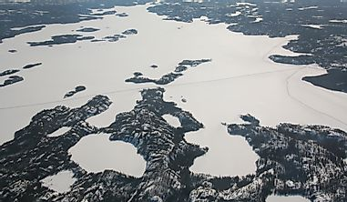 What Are The Primary Inflows And Outflows Of The Great Slave Lake?