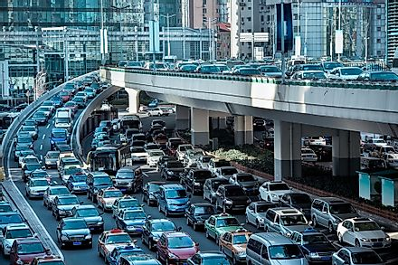 In many large cities, traffic congestion is a major problem.