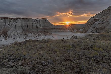 Sunset at Dinosaur Provincial Park in the Red Deer River Valley in Alberta, Canada. Image credit: James Gabbert/Shutterstock.com