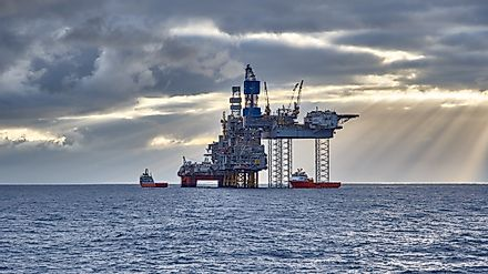 Oil and gas industry in the North Sea. Image credit:  Igor Hotinsky/Shutterstock.com