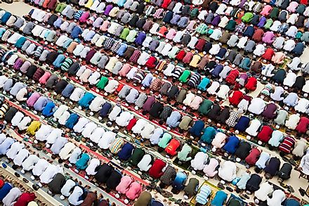 Muslims praying peacefully in Bangladesh during Friday prayer. Image credit: Insight Photography/Shutterstock.com