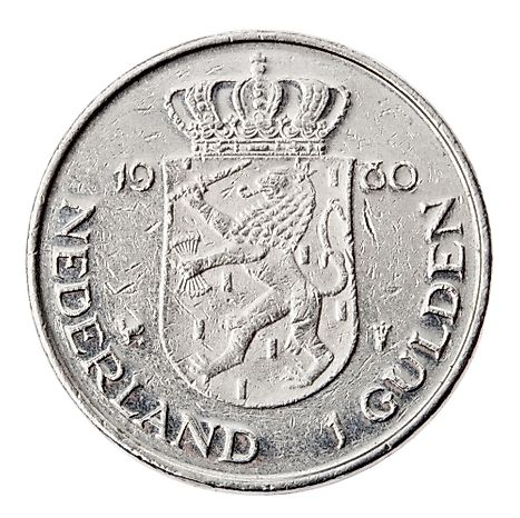 Frontal view of the reverse (tails) side of a a Dutch 1 Gulden (fl) coin minted in 1980.