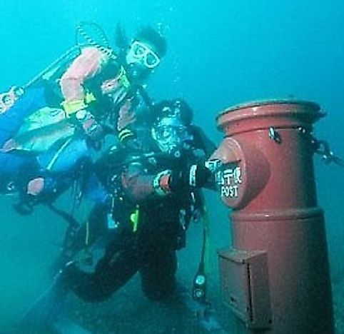 Did You Know That A Postbox In Susami Bay, Japan Sits 10 Meters Underwater?