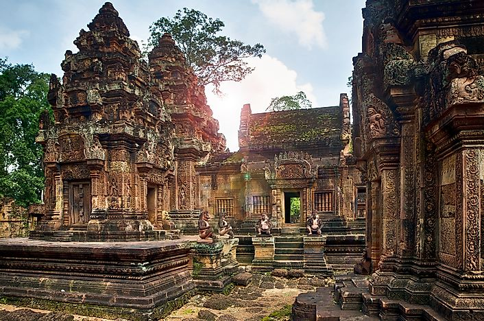 The beautiful carvings of Banteay Srei.