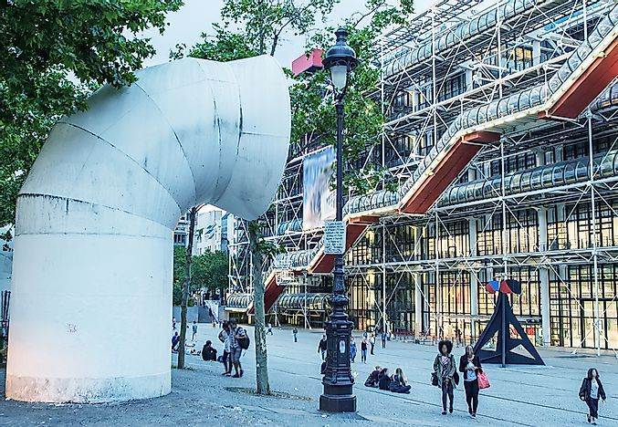 The unique appearance of the Centre Pompidou.