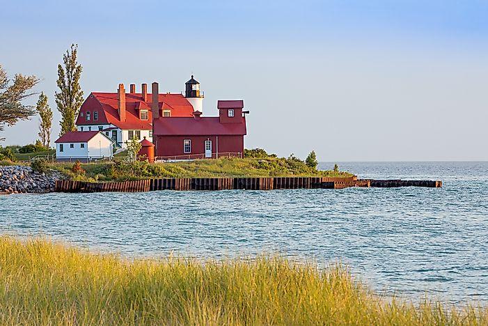The Story of 10 Michigan Lighthouses - WorldAtlas com