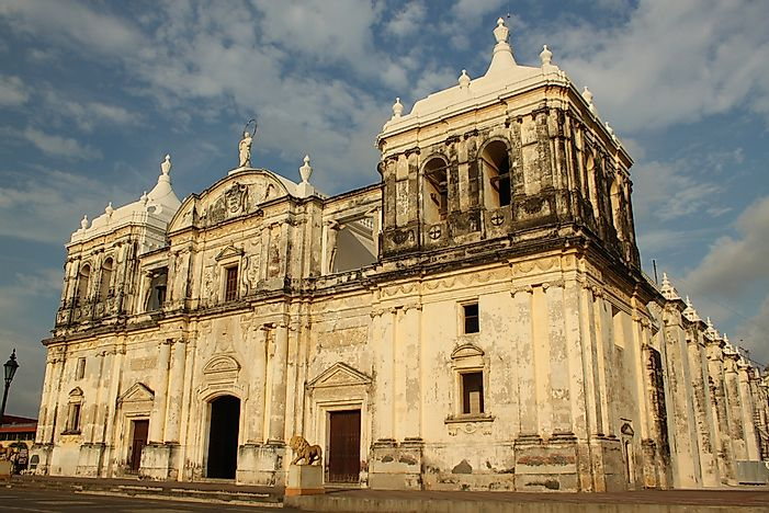 León Cathedral: Notable Buildings of the World