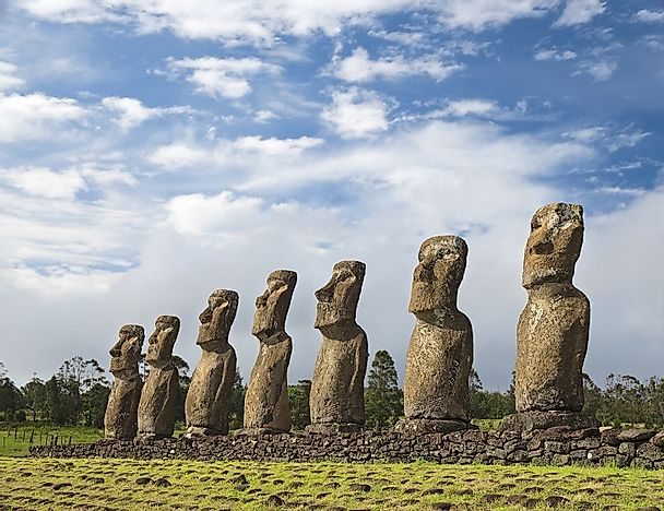 Where Is Easter Island And Its Moai Statues WorldAtlascom - Map of us a hawaii and easter island