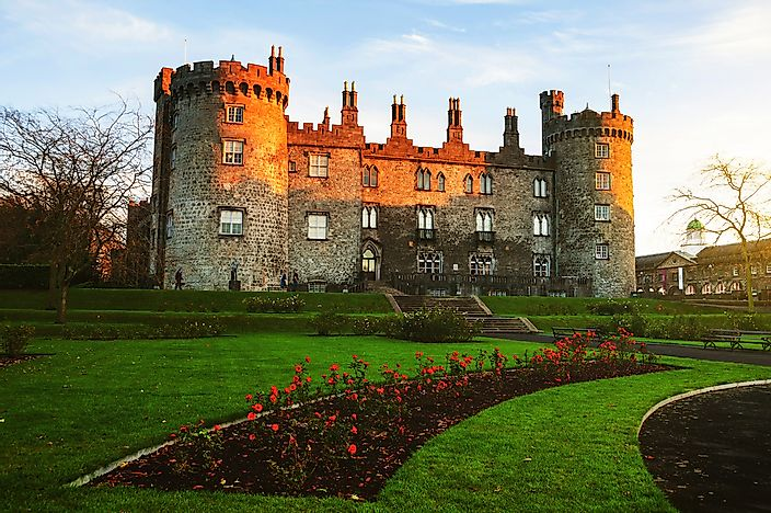 Kilkenny Castle in the evening.